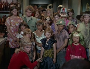 Yeoman Rand (Grace Lee Whitney) and the children await their fate.